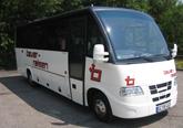 Kleinreisebus mit Klimaanlage, verstellbare Schlafsessel mit 77 cm Sitzabstand, Fußrasten,Servicetische, Radio-, CD- und Mikrofonanlage, Kühlbar. 23+1 & 29+1 Sitzplätze.