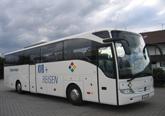 Reisebus KVB-Komfortklasse 3 mit Klimaanlage, verstellbare Schlafsessel mit 72cm Sitzabstand, Fußrasten, Radio-, CD- und Mikrofonanlage, Kühlbar, Bordküche, WC/Waschraum, DVD-Anlage. 49+2 Sitzplätze